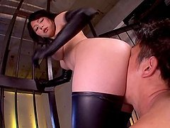 Booty bitch Yuzuka Kinoshita is enjoys his tongue in her mouth