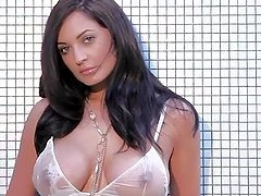 Kendall Rayanne the stunning brunette shows her wet body