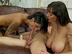 Alia Janine and Bonnie Rotten give great double blowjob