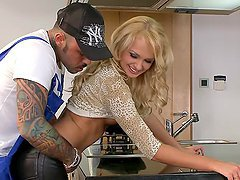 Ivana Sugar seduces a plumber and has anal sex with him