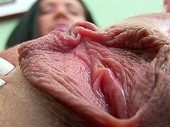 Shaylee shows off her beef curtains and favours herself with fingering