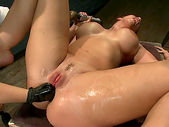 Horny Kelly Divine gets her vagina fisted and toyed