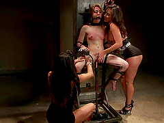 Two smoking hot sirens are on SInn Sage's pussy