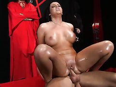 Brunette With An Incredibly Big Ass Has Hardcore Anal Sex