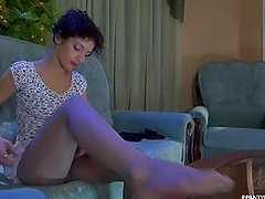 Inessa Changes Her Pantyhose In Amateur Scene