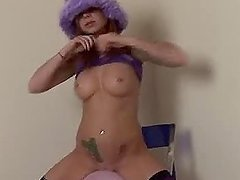 Scarlett Pain Plays With Balloon Butt Naked