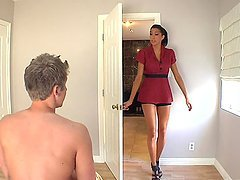 Stunning Masseuse Giving a Stressed Dude a Happy Ending
