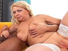 Cock Licking MILF Beauty Gives Her Lover a Great Fuck