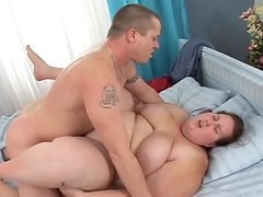 Fut slut gets her meaty pussy filled with thick man's juice
